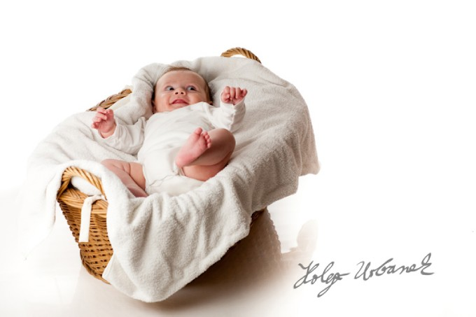 Amazing Newborn Baby Photography - Cute Baby on Basket Pics