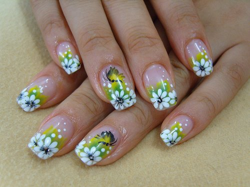 Cute-Flower-Nail-Designs