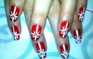 Gifts on the Nails - Best Christmas Nail Art Ideas and Designs -7 Simple Yet Attractive Christmas Nail Art Ideas for Holidays